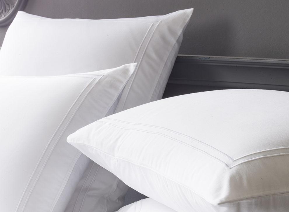 taie d oreiller en satin de coton double bourdon blanc. Black Bedroom Furniture Sets. Home Design Ideas